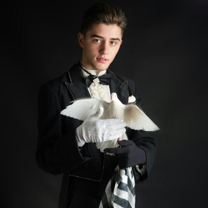 mago illusionist