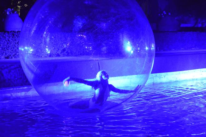 Spettacolo ballerina nella sfera